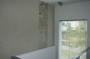 Graafinen betoni pientalon sisutuselementtinä. (Ylitornion Betonituote Oy)