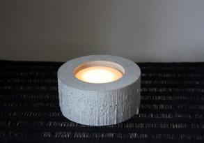 Kynttilänjalka betonista. (Sisustusbetoni Oy)